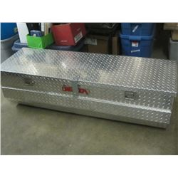 Truck Aluminum Tool Box in Excellent condition with KEYS