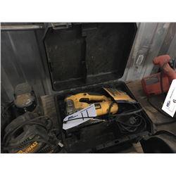 DEWALT ELECTRIC JIG SAW WITH CASE