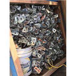 LOT OF METAL FORMING A BRACKETS