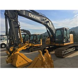 2013 JOHN DEERE 225D LC CRAWLER EXCAVATOR COMPLETE WITH HYDRAULIC THUMB, HYDRAULIC QUICK COUPLER,