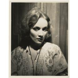 Marlene Dietrich (20+) photographs.
