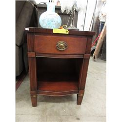 Vintage Sheraton Style Night Stand/End Table