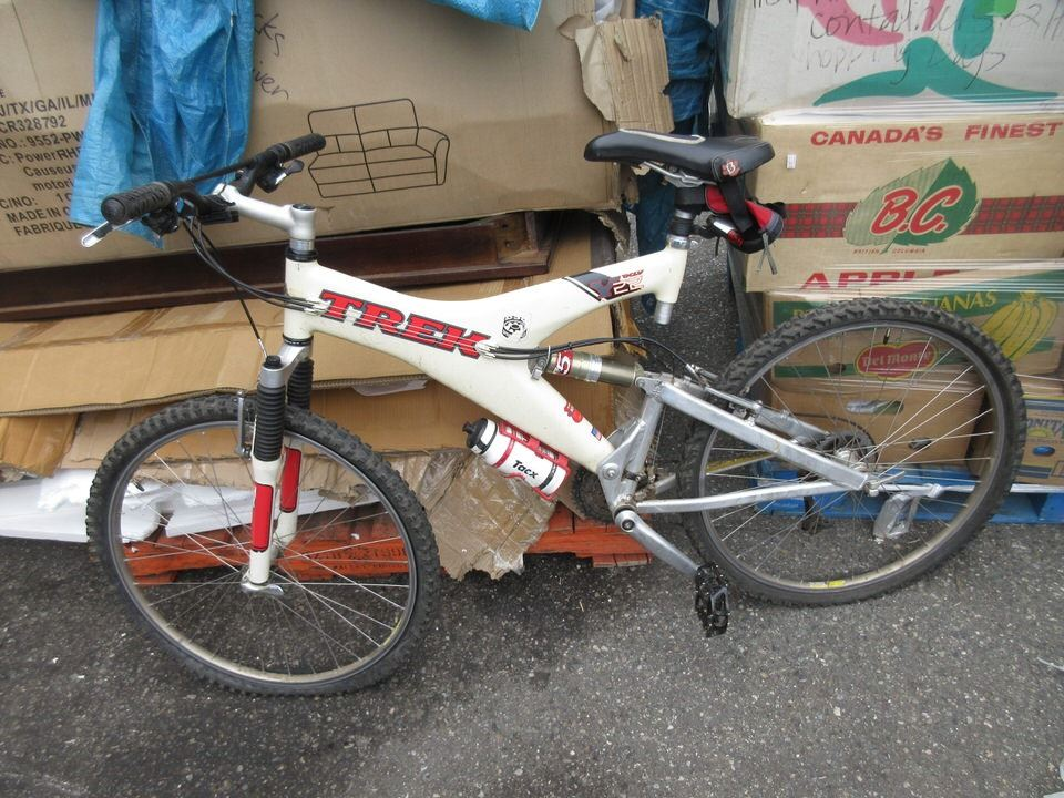 "3d0a300599b Image 1 : 24 Speed Trek ""Y22"" Mountain Bike"