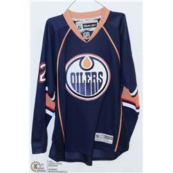 REEBOK OFFICIALLY LICENSED OILERS JERSEY SIZE L
