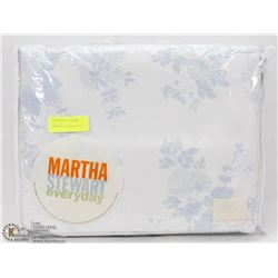 QUEEN SIZE MARTHA STEWART BED COVER