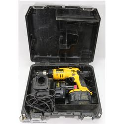 DEWALT 14.4V CORDLESS DRILL WITH 2 BATTERIES