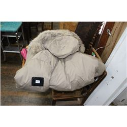 Woods Artic Down-filled Parka (Size Lrg) & Snow Machine Mitts