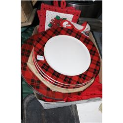 Plaid Christmas Dinner Plates & Pot Holders