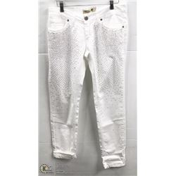 (WOMENS) PAIR OF WHITE AMANEGRA SKINNY JEANS SIZE 46