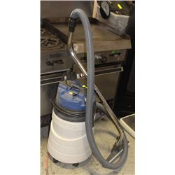 WINDSOR COMMERCIAL VACUUM CLEANER