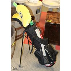"SET OF BOYS YOUTH ""NIKE"" GOLF CLUBS WITH GOLF"