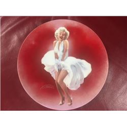 MARILYN MONROE COLLECTOR PLATE OFFICIALLY AUTHORIZED BY THE ESTATE OF MARILYN MONROE