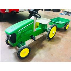 JOHN DEERE VINTAGE TOY TRACTOR AND TRAILER