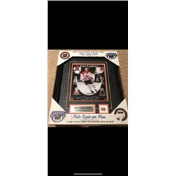 AUTOGRAPHED GUY LAFLEUR FRAMED PHOTO. CERTIFIATE OF AUTHENTICATION.