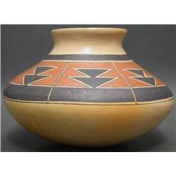 HOPI POTTERY JAR (SAHMIE)