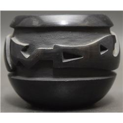 SANTA CLARA POTTERY JAR (MOQUINO)