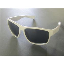 New Foster Grant Sunglasses / 100% Max block protection