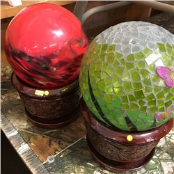 Lawn Décor: Gazing Balls (2) & Plant Pots (2)