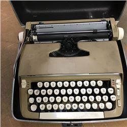 Typewriter : Smith Corona Super Sterling