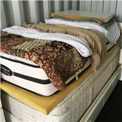 Captains Bed w/2 Mattresses & Bedding