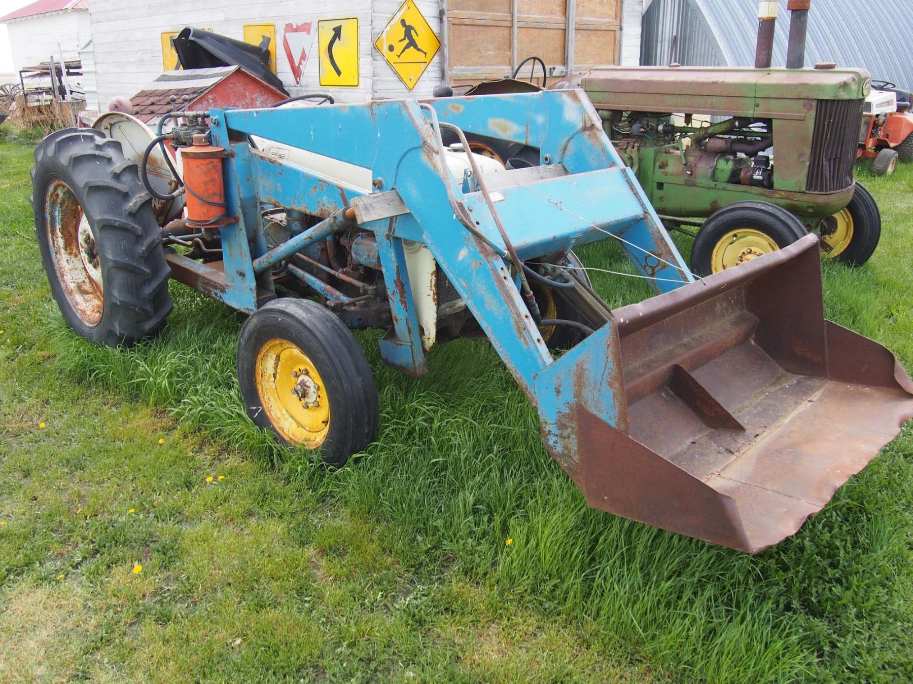 Ford 8n Running Antique Tractor W Loader 3ph