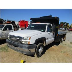 2005 CHEVROLET 3500 FLATBED, VIN/SN:1GBJC34285E329522 - GAS ENGINE, A/T, 12' FLATBED BODY, TOOLBOX,