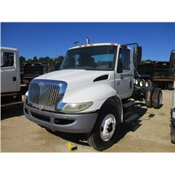 2004 INTERNATIONAL 4300 CAB & CHASSIS, VIN/SN:1HTMMAAN94H650784 - IHC, 6 SPEED TRANS, GVW 33,000LB,