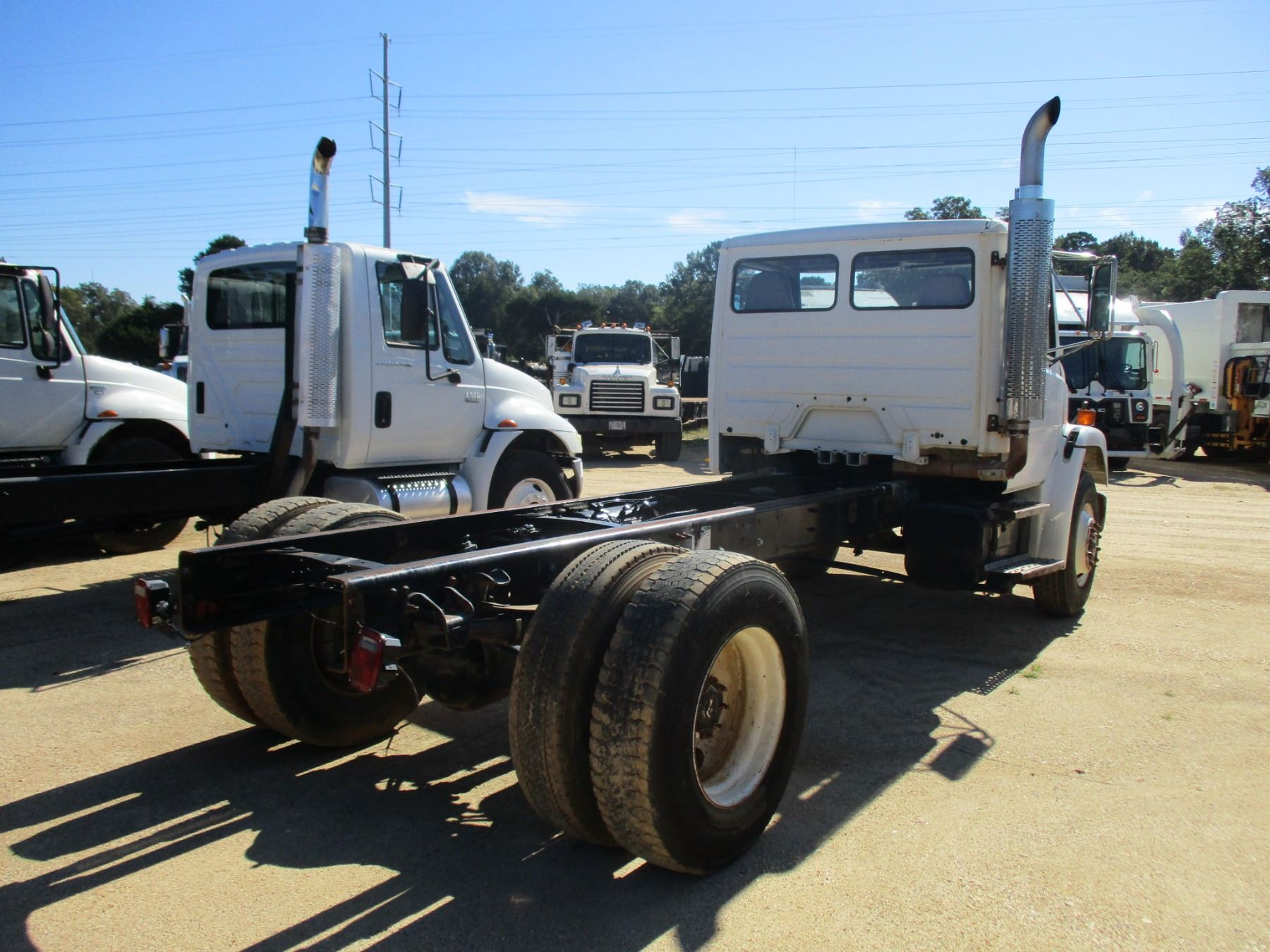 2000 FREIGHTLINER CAB & CHASSIS VIN/SN:1FV6HJBAXYHH33742 - S/A, CAT 3126  ENGINE, 9 SPEED TRANS, 192