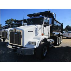 2018 KENWORTH T800 DUMP TRUCK, VIN/SN:1NKDL4X6JJ180897 - TRI-AXLE, 500 HP CUMMINS X15 ENGINE, ALLISO