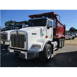 2018 KENWORTH T800 DUMP, VIN/SN:1NKDL40X0JJ196092 - TRI-AXLE, 500HP CUMMINS X15 DIESEL ENGINE, ALLIS