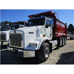 2018 KENWORTH T800 DUMP, VIN/SN:1NKDL40X7JJ196090 - TRI-AXLE, 500HP CUMMINS X15 DIESEL ENGINE, ALLIS