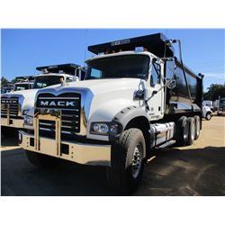 2018 MACK GU713 DUMP, VIN/SN:1M2AX07C3JM038232 - TRI-AXLE, 455 HP MACK MP8 ENGINE, MACK T310M 10 SPE