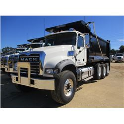 2018 MACK GU713 DUMP, VIN/SN:1M2AX07C3JM038246 - TRI-AXLE, 455 HP MACK MP8 ENGINE, MACK T310M 10 SPE