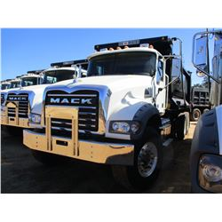 2017 MACK GU713 DUMP TRUCK, VIN/SN:1M2AX09C7HM033560 - T/A, 415 HP MACK MP8 ENGINE, ALLISON A/T, 44K
