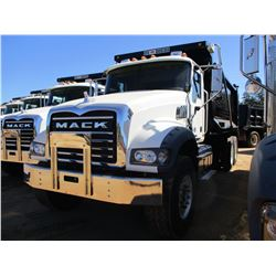 2017 MACK GU713 DUMP TRUCK, VIN/SN:1M2AX09CXHM033567 - T/A, 415 HP MACK MP8 ENGINE, ALLISON A/T, 44K