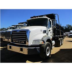 2007 MACK CTP713B DUMP, VIN/SN:1M2AT13C67M002003 - T/A, 395 HP MACK MP7 ENGINE, 10 SPEED TRANS, 44K
