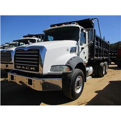 2007 MACK CTP713B DUMP, VIN/SN:1M2AT13C87M002004 - T/A, 395 HP MACK MP7 ENGINE, 10 SPEED TRANS, 44K