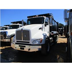 2013 KENWORTH T440 DUMP, VIN/SN:1NKBL50X7DJ334177 - TRI-AXLE, 370 HP CUMMINS DIESEL ENGINE, ALLSION