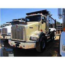 2015 KENWORTH T800 DUMP TRUCK, VIN/SN:1NKDX4TX3FJ423962 - TRI-AXLE, 450 HP CUMMINS ISX DIESEL ENGINE