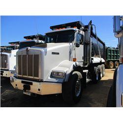 2007 KENWORTH T800 DUMP, VIN/SN:1NKDXBTX97J179286 - TRI AXLE, 475HP CAT C15 DIESEL ENGINE, 8LL TRANS