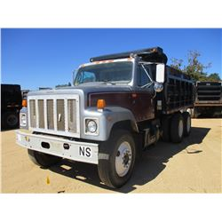 1998 INTERNATIONAL 2574 DUMP TRUCK, VIN/SN:1HSGGAER6WH563952 - T/A, CUMMINS DIESEL ENGINE, 10 SPEED