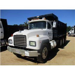 1994 MACK RD690S DUMP, VIN/SN:1M2P264C5RM016695 - TRI-AXLE, MACK DIESEL ENGINE, 7 SPEED TRANS, 16' S