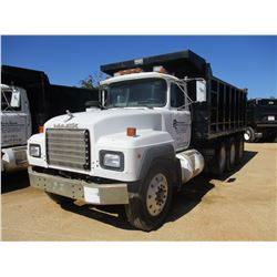 1993 MACK RD690S DUMP, VIN/SN:2M2P264C1PC013080 - TRI-AXLE, MACK DIESEL ENGINE, 7 SPEED TRANS, 16' S