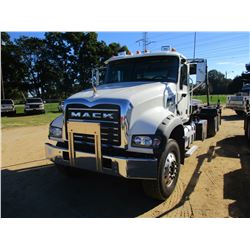 2018 MACK GU713 ROLL OFF TRUCK, VIN/SN:1M2AX09C2JM040194 - T/A, 415 HP MACK MP8 ENGINE, MACK M DRIVE