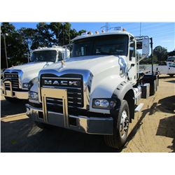 2018 MACK GU713 ROLL OFF TRUCK, VIN/SN:1M2AX09C4JM040195 - T/A, 415 HP MACK MP8 ENGINE, MACK M DRIVE
