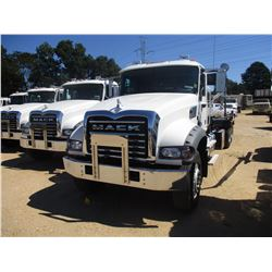 2018 MACK GU713 ROLL OFF TRUCK, VIN/SN:1M2AX09C6JM038626 - T/A, 425 HP MACK MP8 425M DIESEL ENGINE,