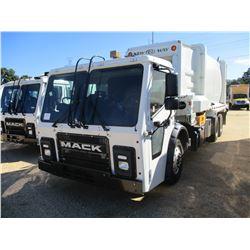 2018 MACK LR613 GARBAGE TRUCK, VIN/SN:1M2LR06C3JM003131 - SIDE LOADER, T/A, LH & RH DRIVE CONTROLS,