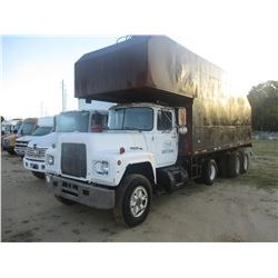 1985 MACK 600 TRASH TRUCK, VIN/SN:1M1N179Y3FA095046 - TRI-AXLE, MACK DIESEL ENGINE, 9 SPEED TANS, TR