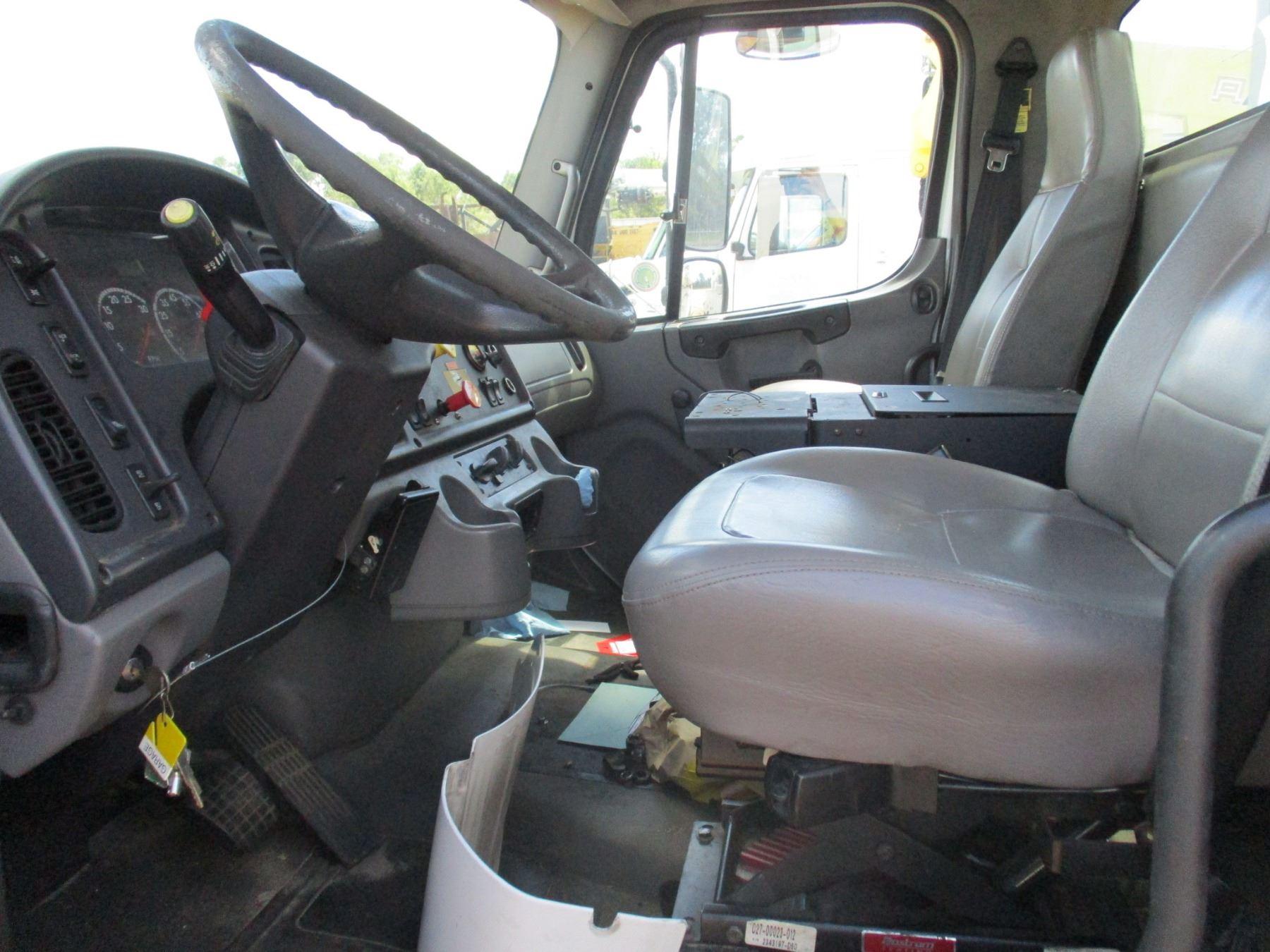 2005 FREIGHTLINER M2 BUCKET TRUCK, VIN/SN:1FVACYDCX5HY58224 - CAT DIESEL  ENGINE, A/T, ALTEC SERVICE