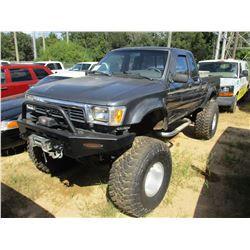 1990 TOYOTA PICK UP, VIN/SN:JT4VN13D0L5020364 - 4X4, EXT CAB, GAS ENGINE, A/T, ODOMETER READING 120,